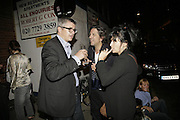 Jay Jopling, Plaxy and Giorgio Locatelli, Johnnie Shand Kydd:  book launch party celebrate the publication of Crash.White Cube. Hoxton sq. London. 18 September 2006. ONE TIME USE ONLY - DO NOT ARCHIVE  © Copyright Photograph by Dafydd Jones 66 Stockwell Park Rd. London SW9 0DA Tel 020 7733 0108 www.dafjones.com