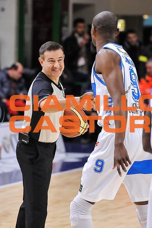 DESCRIZIONE : Campionato 2014/15 Serie A Beko Dinamo Banco di Sardegna Sassari - Acqua Vitasnella Cantu'<br /> GIOCATORE : Gianluca Mattioli Shane Lawal<br /> CATEGORIA : Fair Play Arbitro Referee<br /> SQUADRA : AIAP<br /> EVENTO : LegaBasket Serie A Beko 2014/2015<br /> GARA : Dinamo Banco di Sardegna Sassari - Acqua Vitasnella Cantu'<br /> DATA : 28/02/2015<br /> SPORT : Pallacanestro <br /> AUTORE : Agenzia Ciamillo-Castoria/L.Canu<br /> Galleria : LegaBasket Serie A Beko 2014/2015