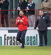 Dundee manager Paul Hartley urges his team on - Dundee v Rangers in the Ladbrokes Scottish Premiership at Dens Park, Dundee.Photo: David Young<br /> <br />  - &copy; David Young - www.davidyoungphoto.co.uk - email: davidyoungphoto@gmail.com