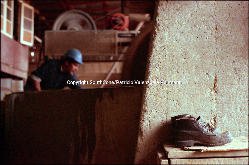 """Chile is mostly a mining country being copper one of it`s most important export commodities. Andacollo it`s an ancient gold minning town even before the arrival of the Spaniards, """"Pirquineros"""" or artisan miners work in small teams going  down to 300 meters following the golden dream."""