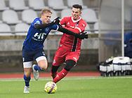 FODBOLD: Pascal Gregor (FC Helsingør) forsøger at bremse Markus Bay (Fremad Amager) under træningskampen mellem Fremad Amager og FC Helsingør den 2. februar 2019 i Sundby Idrætspark. Foto: Claus Birch