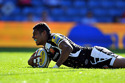 Chrysander Botha (Exeter Chiefs) scores a try - Photo mandatory by-line: Patrick Khachfe/JMP - Mobile: 07966 386802 06/09/2014 - SPORT - RUGBY UNION - Oxford - Kassam Stadium - London Welsh v Exeter Chiefs - Aviva Premiership