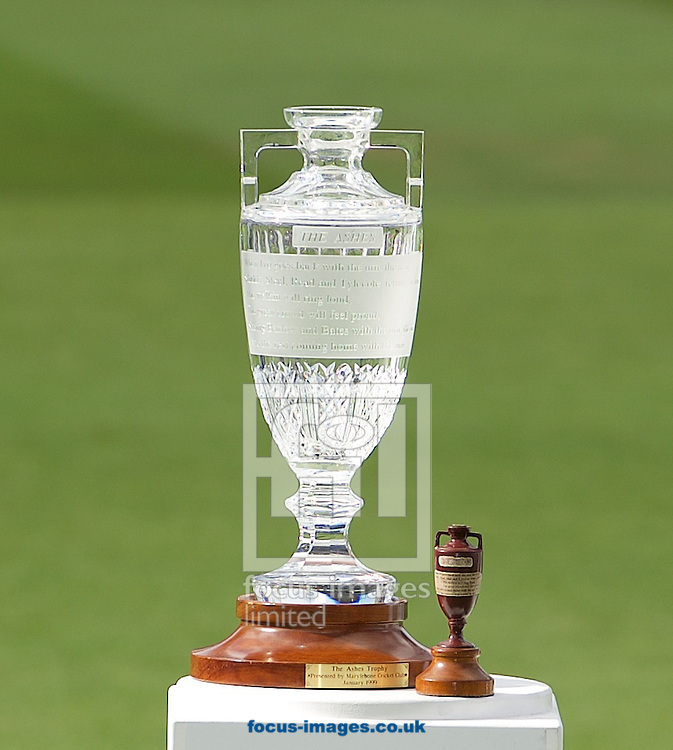 The Trophy and the Ashes Urn before the presentation to the England team during the 5th Investec Ashes Test match at the Kia Oval, London<br /> Picture by Alan Stanford/Focus Images Ltd +44 7915 056117<br /> 23/08/2015