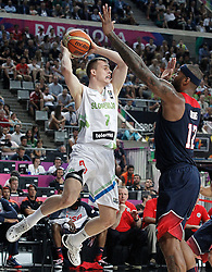 09.09.2014, City Arena, Barcelona, ESP, FIBA WM, Slowenien vs USA, im Bild Slovenia's Klemen Prepelic (l) and USA's DeMarcus Cousins // during FIBA Basketball World Cup Spain 2014 match between Slovenia and USA at the City Arena in Barcelona, Spain on 2014/09/09. EXPA Pictures © 2014, PhotoCredit: EXPA/ Alterphotos/ Acero<br /> <br /> *****ATTENTION - OUT of ESP, SUI*****