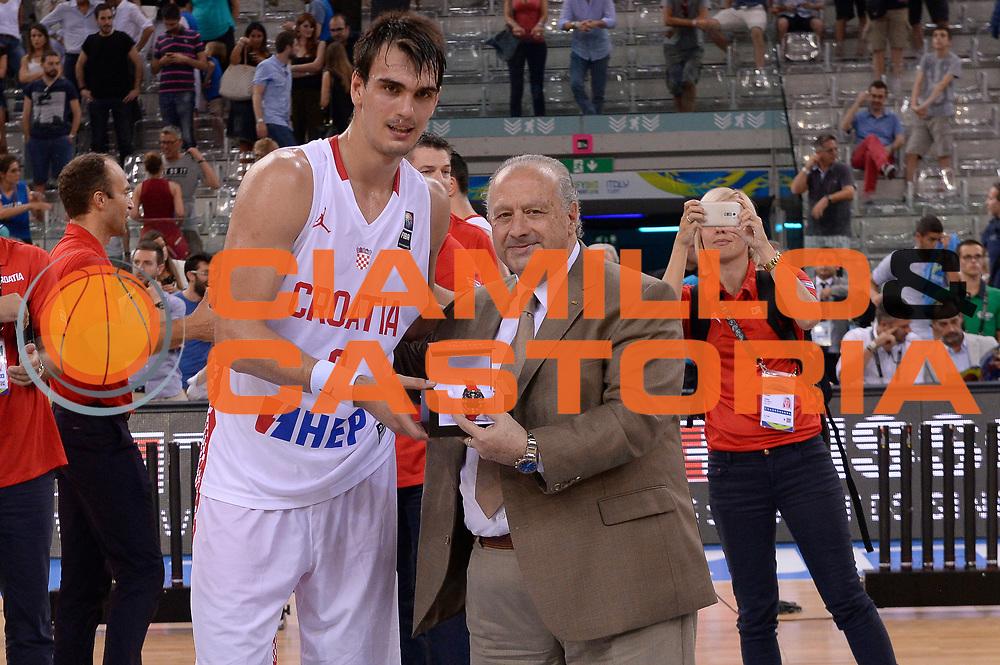 DESCRIZIONE: Torino Turin 2016 FIBA Olympic Qualifying Tournament Finale Final Italia Croazia Italy Croatia<br /> GIOCATORE : Dario Saric Horacio Muratore<br /> CATEGORIA : premiazione vip<br /> SQUADRA : Croazia Croatia<br /> EVENTO : 2016 FIBA Olympic Qualifying Tournament <br /> GARA : 2016 FIBA Olympic Qualifying Tournament Finale Final Italia Croazia Italy Croatia<br /> DATA : 09/07/2016<br /> SPORT: Pallacanestro<br /> AUTORE : Agenzia Ciamillo-Castoria/Max.Ceretti <br /> Galleria : 2016 FIBA Olympic Qualifying Tournament <br /> Fotonotizia : Torino Turin 2016 FIBA Olympic Qualifying Tournament Finale Final Italia Croazia Italy Croatia<br /> Predefinita :