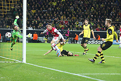 06.11.2013, Signal Iduna Park, Dortumd, GER, UEFA CL, Borussia Dortmund vs FC Arsenal, Gruppe F, im Bild Aaron Ramsey #16 (Arsenal FC) mit dem Fuehrungs Kopfball Treffer, Tor zum 1:0, Torwart Roman Weidenfeller #1 (Borussia Dortmund) ohne Chance, Aktion, Action<br /> <br /> Aaron Ramsey #16 (Arsenal FC) scoring with, header for the lead // UEFA Champions League group A match between Borussia Dortmund and Arsenal FC at the Signal Iduna Park in Dortumd, Germany on 2013/11/06. EXPA Pictures © 2013, PhotoCredit: EXPA/ Eibner-Pressefoto/ Schueler<br /> <br /> *****ATTENTION - OUT of GER*****