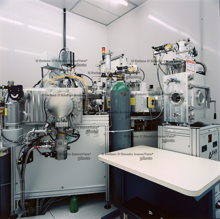Macchina all'interno dell'area metallizazione, sputtering ed etching <br /> <br /> Metallization sputtering and etching