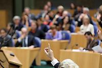 Nederland. Den Haag, 27 oktober 2010.<br /> De Tweede Kamer debatteert over de regeringsverklaring van het kabinet Rutte.<br /> Stemmingen in de Tweede Kamer, motie, moties, stemmen, Wilders stemt voor.....<br /> Kabinet Rutte, regeringsverklaring, tweede kamer, politiek, democratie. regeerakkoord, gedoogsteun, minderheidskabinet, eerste kabinet Rutte, Rutte1, Rutte I, debat, parlement<br /> Foto Martijn Beekman