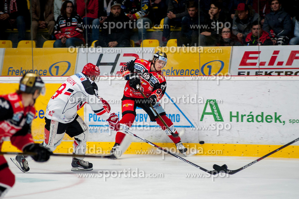 23.10.2016, Ice Rink, Znojmo, CZE, EBEL, HC Orli Znojmo vs HC TWK Innsbruck Die Haie, 13. Runde, im Bild v.l. Tyler Spurgeon (HC TWK Innsbruck) Libor Sulak (HC Orli Znojmo) // during the Erste Bank Icehockey League 13th round match between HC Orli Znojmo and HC TWK Innsbruck Die Haie at the Ice Rink in Znojmo, Czech Republic on 2016/10/23. EXPA Pictures © 2016, PhotoCredit: EXPA/ Rostislav Pfeffer