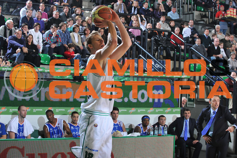 DESCRIZIONE : Treviso Lega A 2010-11 Benetton Treviso Enel Brindisi<br /> GIOCATORE : Jakub Wojciechowsk<br /> SQUADRA : Benetton Treviso<br /> EVENTO : Campionato Lega A 2010-2011 <br /> GARA : Benetton Treviso Enel Brindisi<br /> DATA : 06/01/2011<br /> CATEGORIA : Tiro Three Points<br /> SPORT : Pallacanestro <br /> AUTORE : Agenzia Ciamillo-Castoria/M.Gregolin<br /> Galleria : Lega Basket A 2010-2011 <br /> Fotonotizia : Treviso Lega A 2010-11 Benetton Treviso Enel Brindisi<br /> Predefinita :