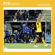 Kristiansand  20140928.<br /> Dagens bilde fra NTB scanpix.<br /> Eliteserien fotball 2014 Start-Sarpsborg. <br /> Start-jubel p&aring; benken, p&aring; banen, og p&aring; benkene bak benken, etter scoring mot Sarpsborg p&aring; Kristiansand stadion s&oslash;ndag kveld.<br /> Foto: Tor Erik Schr&oslash;der / NTB scanpix