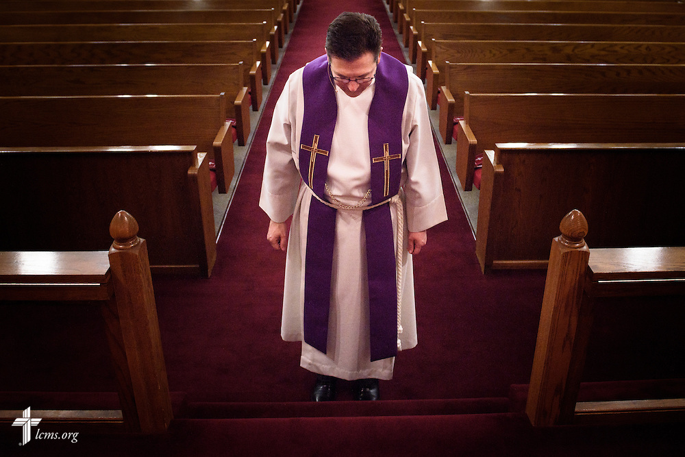 The Rev. Mark Nierman, pastor of Mount Olive Lutheran Church, bows at the altar before the start of the second evening Lenten worship on Wednesday, March 2, 2016, in Loveland, Colo. LCMS Communications/Erik M. Lunsford