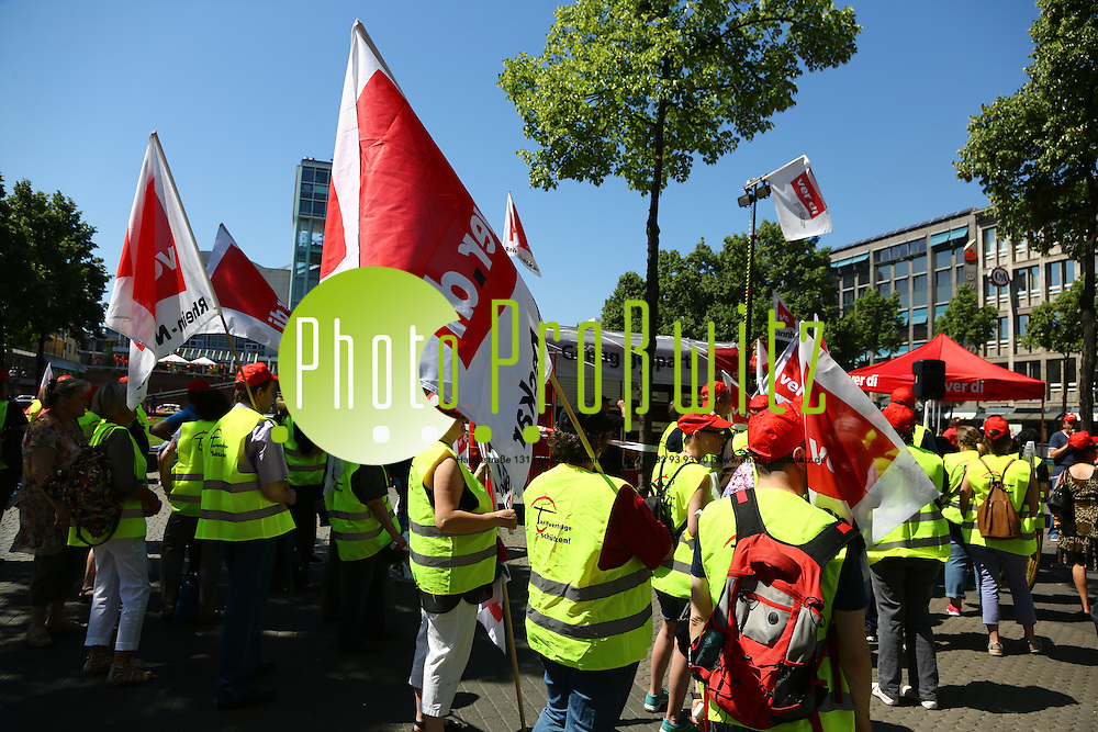 Mannheim. 05.06.15 Paradeplatz. Verdi Demo Einzelhandel<br /> Bild: Markus Pro&szlig;witz 05JUN15 / masterpress