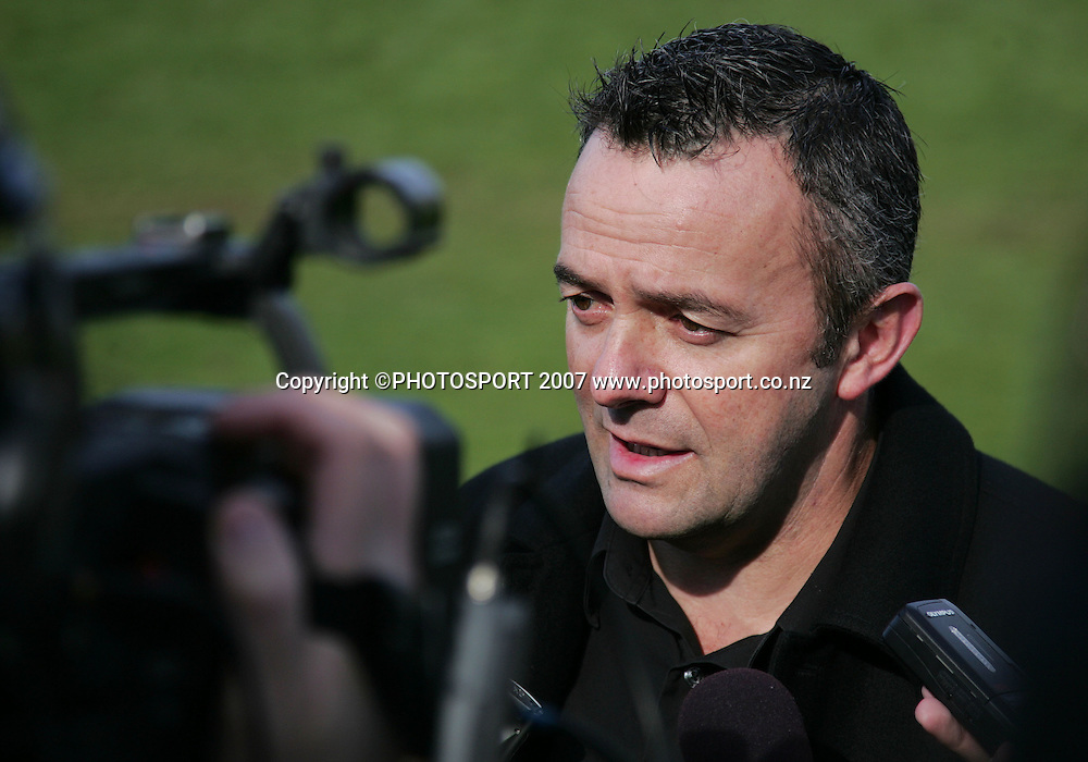 Warriors Chief Executive Wayne Scurrah talks to the media about sexual misconduct allegations brought against player Michael Crockett. Ellerslie Domain, Auckland, New Zealand. Wednesday 8 August 2007. Hagen Hopkins/PHOTOSPORT