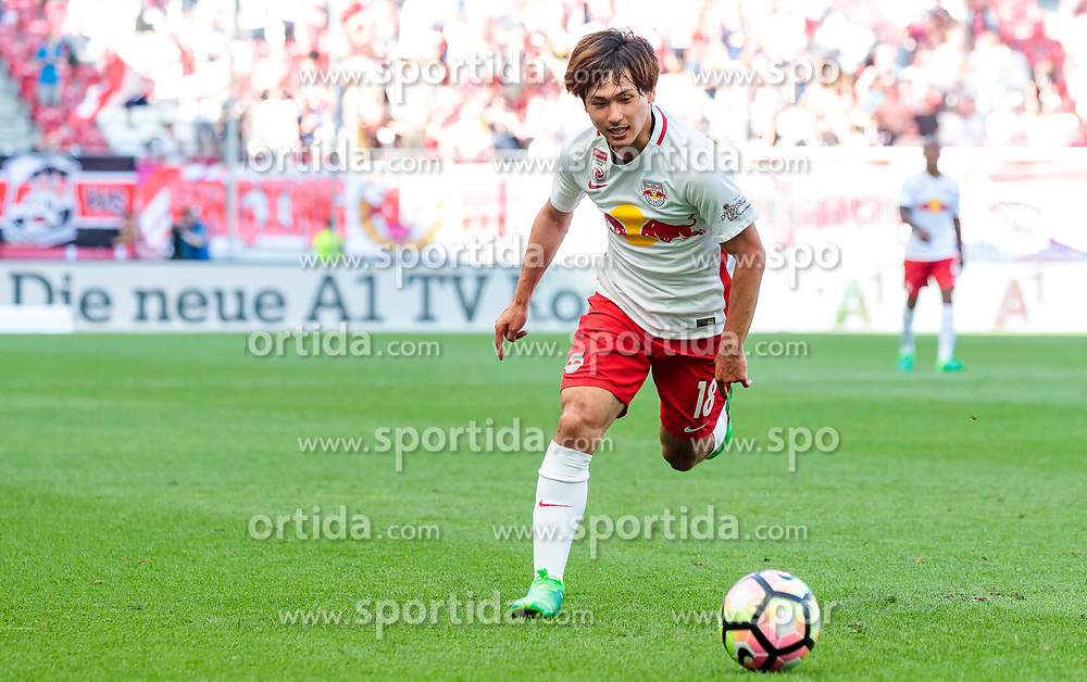 28.05.2017, Red Bull Arena, Salzburg, AUT, 1. FBL, FC Red Bull Salzburg vs Cashpoint SCR Altach, 36. Runde, im Bild Takumi Minamino (FC Red Bull Salzburg) // during Austrian Football Bundesliga 36th round Match between FC Red Bull Salzburg and Cashpoint SCR Altach at the Red Bull Arena, Salzburg, Austria on 2017/05/28. EXPA Pictures © 2017, PhotoCredit: EXPA/ JFK