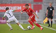 Patrick Herrmann (Borussia Mönchengladbach) gegen Lucas Hernandez (Bayern München)during the Bayern Munich vs Borussia Monchengladbach Bundesliga match at Allianz Arena, Munich, Germany on 13 June 2020.