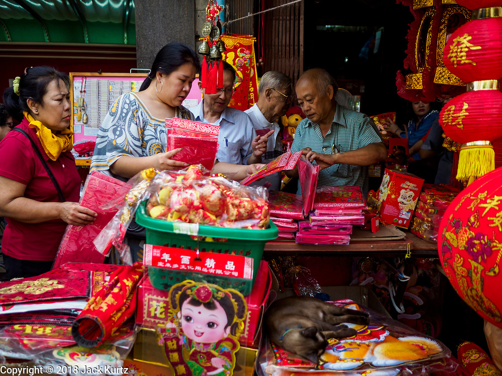07 FEBRUARY 2018 - BANGKOK, THAILAND: People shop for Lunar New Year decorations in Bangkok's Chinatown. Lunar New Year, also called Tet or Chinese New Year, is 16 February this year. The coming year will be the Year of the Dog. Thailand has a large Chinese community and Lunar New Year is widely celebrated in Thailand, especially in Bangkok and large cities with significant Chinese communities.      PHOTO BY JACK KURTZ