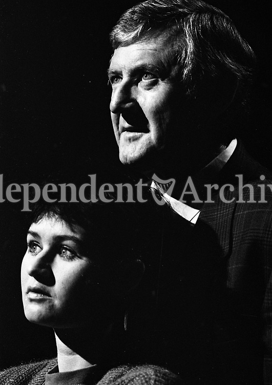 Niall Tóibín with his daughter. June 1989. (Part of the Independent Newspapers/NLI Collection)