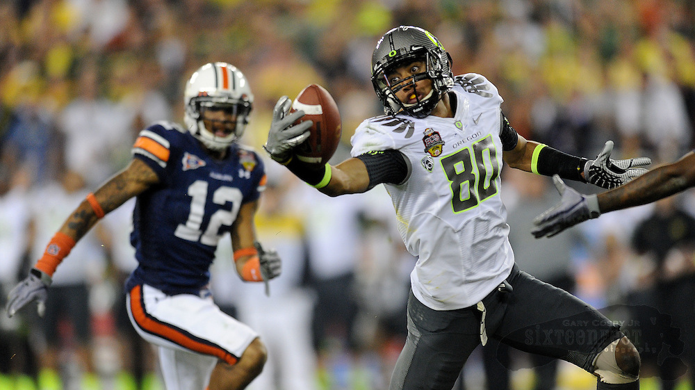 Daily Photo by Gary Cosby Jr.   ..Oregon wide receiver Lavasier Tuinei makes a big catch one handed during the second half of Auburn's 22-19 win in the BCS National Championship Game in Glendale, AZ.