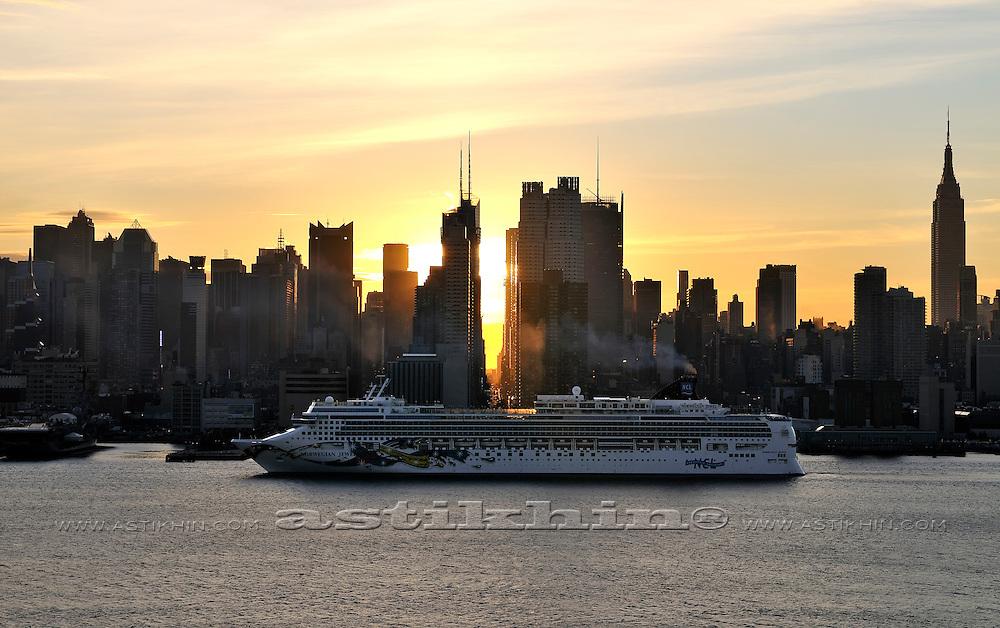 """""""Norwegian Jewel"""" cruise ship in Manhattan, New York."""