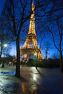 France. paris. 7th district.  the Eiffel tower, la tour Eiffel , reflets dans l'eau