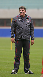 VIENNA, AUSTRIA - TUESDAY MARCH 29th 2005: Wales' manager John Toshack during a training session at the Ernst Happel Stadium ahead of their World Cup Qualifying Group Six match against Austria. (Pic by David Rawcliffe/Propaganda)