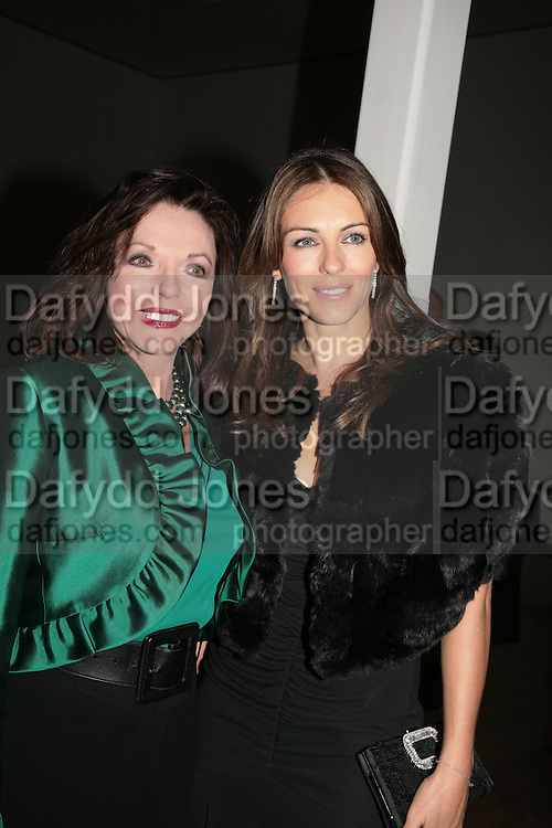 Joan Collins and Elizabeth Hurley, ' Show Off' Theo Fennell exhibition co-hosted wit Vanity Fair. Royal Academy. Burlington Gdns. London. 27 September 2007. -DO NOT ARCHIVE-© Copyright Photograph by Dafydd Jones. 248 Clapham Rd. London SW9 0PZ. Tel 0207 820 0771. www.dafjones.com.