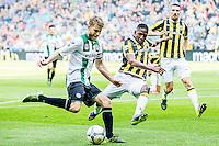 ARNHEM - Vitesse - FC Groningen , Voetbal , Eredivisie, Seizoen 2015/2016 , Gelredome , 03-10-2015 , FC Groningen speler Michael de Leeuw (l) in duel met Vitesse speler Kelvin Leerdam (r)