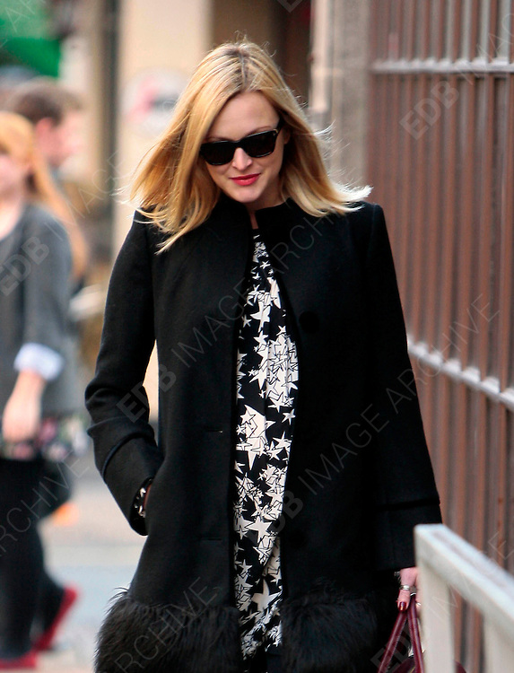 30.OCTOBER.2012. LONDON<br /> <br /> FEARNE COTTON LEAVING THE STUDIOS OF BBC RADIO ONE, LONDON<br /> <br /> BYLINE: EDBIMAGEARCHIVE.CO.UK<br /> <br /> *THIS IMAGE IS STRICTLY FOR UK NEWSPAPERS AND MAGAZINES ONLY*<br /> *FOR WORLD WIDE SALES AND WEB USE PLEASE CONTACT EDBIMAGEARCHIVE - 0208 954 5968*