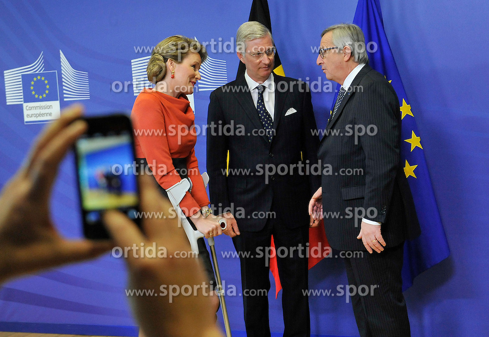 A man uses handphone to take pictures when European Commission President Jean-Claude Juncker (R) welcome King Philippe (C) and Queen Mathilde of Belgium at the EU headquarters in Brussels, Feb. 25, 2015. EXPA Pictures &copy; 2015, PhotoCredit: EXPA/ Photoshot/ Ye Pingfan<br /> <br /> *****ATTENTION - for AUT, SLO, CRO, SRB, BIH, MAZ only*****