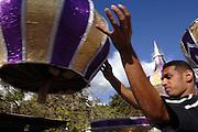 Trinidad & Tobago, Port of Spain St. James...Immigrants from India came to Trinidad in 1945 to work in the island's sugar cane plantations. They brought 'Hosay' to Trinidad, traditionally a muslim ceremony to mourn the death of Hussein and his brother Hassan. The modern Hosay parades in Trinidad are mostly held in St. James, a suburb of Port of Spain. Tassa drummers march in front of the multi-colored model mausoleums. On the last day of the ceremonies these replicas are destroyed and thrown into the ocean..Indische Einwanderer kamen vor 1945 nach Trinidad um auf den Zuckerrohrplantagen zu arbeiten Sie brachten die muslimische Tradition des 'Hosay' nach Trinidad, eine ehemehlige Trauerprozession um den Tod Hussein's und seines Bruders Hassan. Heute wird diese Prozession vor allem in Port of Spain's Vorort St. James aufrecht erhalten, wo Tassa Trommler vor den Replikas von Hassan's Grab laufen. Die Tadjahs werden am letzten Tag zerstoert und ins Meer geworfen.