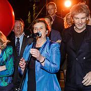 NLD/Amsterdam/20160128 - opening DWDD Pop Up Museum 2016, minister Jet Bussemaker en Matthijs van Nieuwkerk