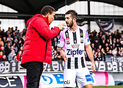 23.02.2020, TGW Arena, Pasching, AUT, 1. FBL, LASK vs SKN St. Poelten, 20. Runde, im Bild v.l. Trainer Valerien Ismael (LASK), Marvin Potzmann (LASK) // during the tipico Bundesliga 20th round match between LASK and SKN St. Poelten at the TGW Arena in Pasching, Austria on 2020/02/23. EXPA Pictures © 2020, PhotoCredit: EXPA/ Reinhard Eisenbauer