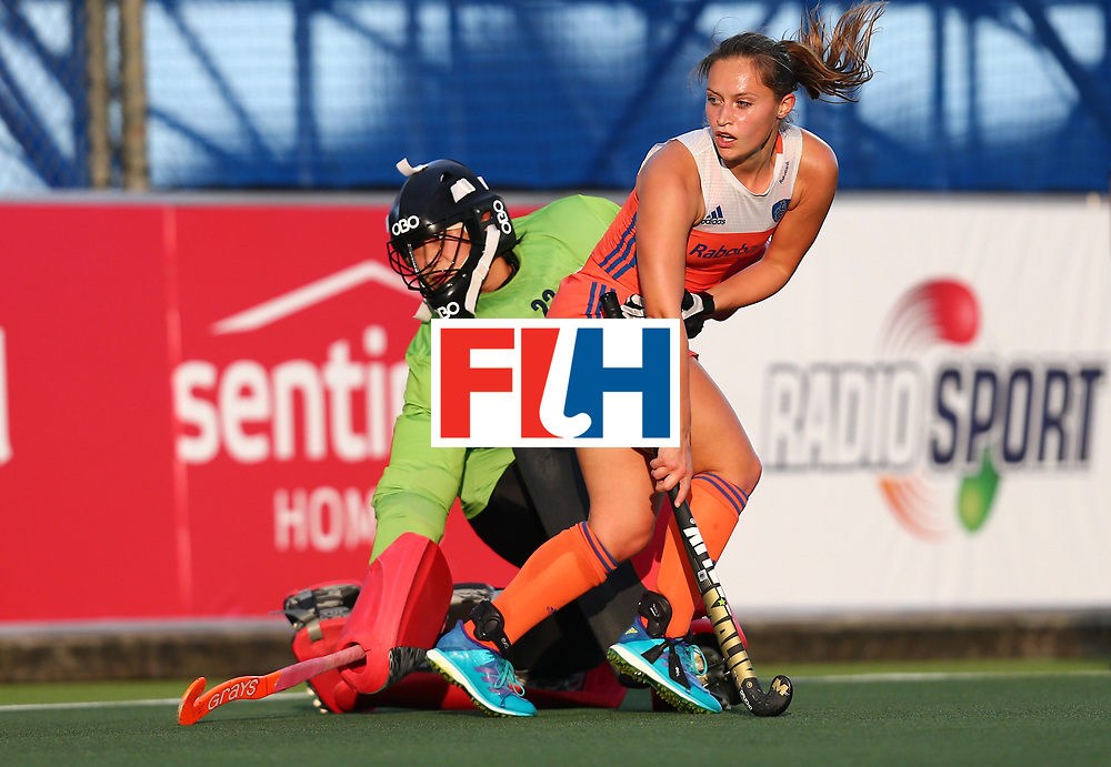 New Zealand, Auckland - 20/11/17  <br /> Sentinel Homes Women&rsquo;s Hockey World League Final<br /> Harbour Hockey Stadium<br /> Copyrigth: Worldsportpics, Rodrigo Jaramillo<br /> Match ID: 10299 - NED vs KOR<br /> Photo: (22) HAN Mijin&nbsp;(GK) against (10) JONKER Kelly