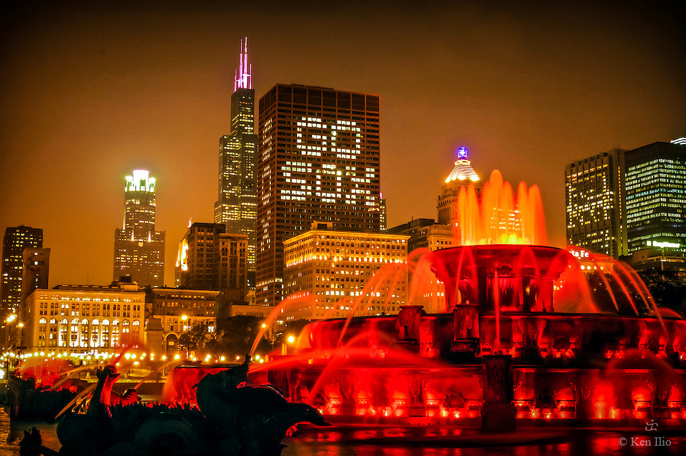Buckingham Fountain and Chicago skyline at the background celebrating one of the city's baseball teams, the Chicago White Sox