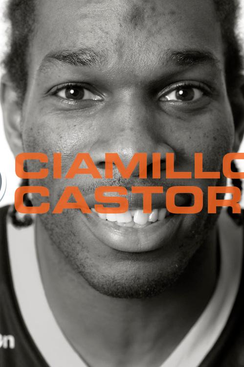 DESCRIZIONE : Championnat de France Pro A Magazine Orleans<br /> GIOCATORE : Osby Bambale<br /> SQUADRA : Orleans<br /> EVENTO : Pro A <br /> GARA : <br /> DATA : 19/10/2012<br /> CATEGORIA : Basketball Homme<br /> SPORT : Basketball<br /> AUTORE : JF Molliere<br /> Galleria : France Basket 2012-2013 Magazine<br /> Fotonotizia : Championnat de France Basket Pro A Remerciements &agrave; l' hotel  Novotel<br /> Predefinita :