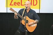 Koningin Maxima is bij ondertekening van het convenant Meer Muziek in de Klas Lokaal in De Lasloods. Maxima is erevoorzitter Meer Muziek in de Klas.<br /> <br /> Queen Maxima is signing the Meer Muziek covenant in De Klas Lokaal in De Lasloods. Maxima is honorary president of More Music in the Classroom.<br />  <br /> Op de foto / On the Photo: BLOF met Paskal Jakobsen