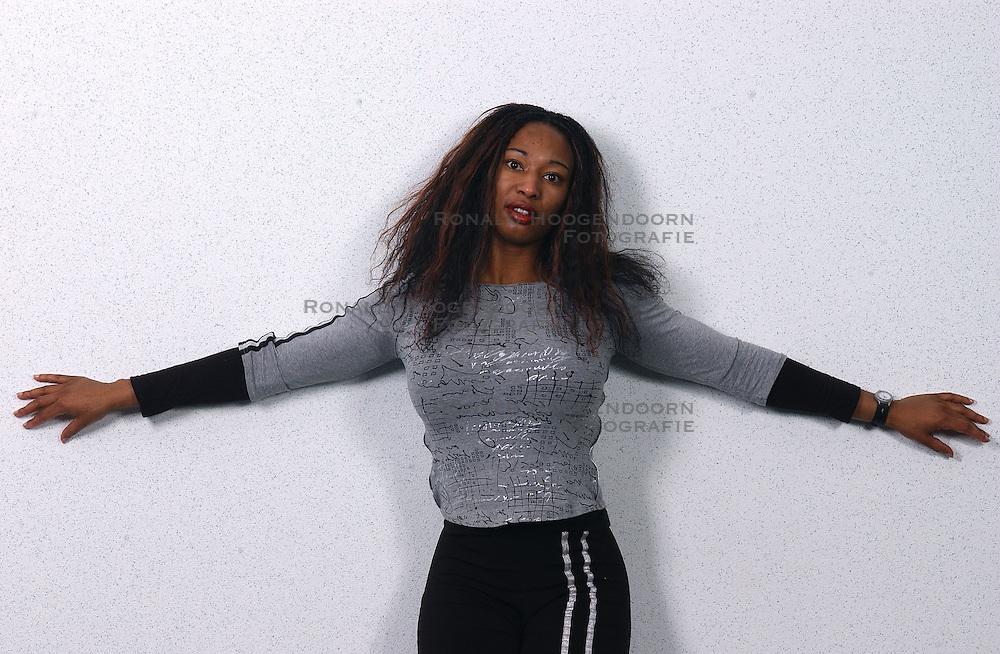 12-12-2003 ALGEMEEN: NOC*NSF MEDIATRAINING VOOR SPORTERS: DIEMEN<br /> Claudia Esther Bendt - Fitness Aerobics<br /> Copyrights:2003-Ronald Hoogendoorn-DVD2003-030