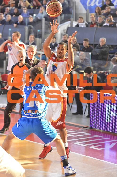 DESCRIZIONE : Roma Lega A 2012-13 Acea Roma Banco di Sardegna Sassari<br /> GIOCATORE : Jordan Taylor<br /> CATEGORIA : passaggio<br /> SQUADRA : Acea Roma<br /> EVENTO : Campionato Lega A 2012-2013 <br /> GARA : Acea Roma Banco di Sardegna Sassari<br /> DATA : 23/12/2012<br /> SPORT : Pallacanestro <br /> AUTORE : Agenzia Ciamillo-Castoria/GiulioCiamillo<br /> Galleria : Lega Basket A 2012-2013  <br /> Fotonotizia :  Roma Lega A 2012-13 Acea Roma Banco di Sardegna Sassari<br /> Predefinita :