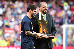 August 15, 2018 - Barcelona, Spain - Leo Messi, best player of the match between FC Barcelona and C.A. Boca Juniors, corresponding to the Joan Gamper trophy, played at the Camp Nou, on 15th August, 2018, in Barcelona, Spain. (Credit Image: © Joan Valls/NurPhoto via ZUMA Press)