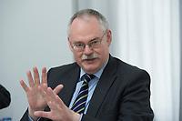 10 MAY 2012, BERLIN/GERMANY:<br /> Prof. Dr. Gerd G. Wagner, Vorsitzender des Vorstands DIW Berlin, Pressegespraech zu den Ergebnissen der Kuratoriumssitzung, DIW Berlin<br /> IMAGE: 20120510-01-020