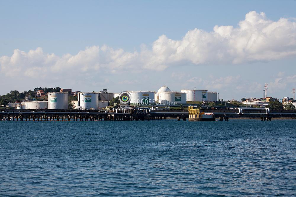 Teminal Portuario da Petrobras , localizado a oeste da Ilha do Frade./Petrobras Port Terminal, located west of the Ilha do Frade