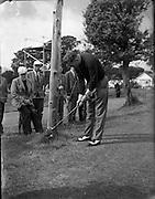 20/07/1962<br /> 07/20/1962<br /> 20 July 1962<br /> Woodbrook Irish Hospitals' Golf Tournament at Woodbrook Golf Course, Dublin. K.P. Wallace (Galway) plays a difficult shot.