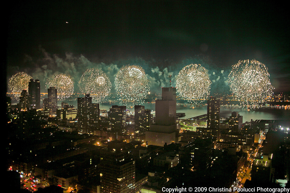 Fireworks on the Hudson Bay July 4th, 2009. (Christina Paolucci, photographer)