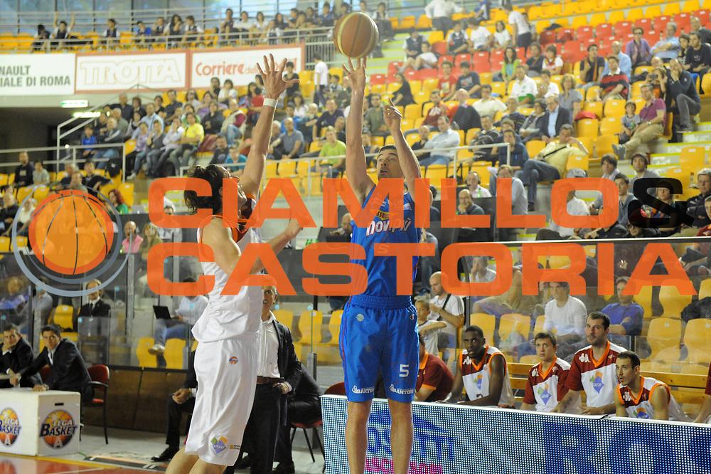 DESCRIZIONE : Roma Lega Basket A 2011-12  Acea Virtus Roma Novipiu Casale Monferrato<br /> GIOCATORE : Matteo Malaventura<br /> CATEGORIA : three points<br /> SQUADRA : Novipiu Casale Monferrato<br /> EVENTO : Campionato Lega A 2011-2012 <br /> GARA : Acea Virtus Roma Novipiu Casale Monferrato<br /> DATA : 29/04/2012<br /> SPORT : Pallacanestro  <br /> AUTORE : Agenzia Ciamillo-Castoria/ GabrieleCiamillo<br /> Galleria : Lega Basket A 2011-2012  <br /> Fotonotizia : Roma Lega Basket A 2011-12 Acea Virtus Roma Novipiu Casale Monferrato <br /> Predefinita :