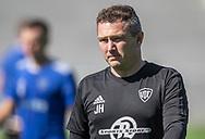 Cheftræner Jesper Holdt (Vanløse) under opvarmningen til kampen i 2. Division mellem FC Helsingør og Vanløse IF den 24. august 2019 på Helsingør Ny Stadion (Foto: Claus Birch).