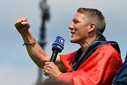 15.07.2014, Brandenburger Tor, Berlin, GER, FIFA WM, Empfang der Weltmeister in Deutschland, Finale, im Bild Bastian Schweinsteiger (GER) // during Celebration of Team Germany for Champion of the FIFA Worldcup Brazil 2014 at the Brandenburger Tor in Berlin, Germany on 2014/07/15. EXPA Pictures © 2014, PhotoCredit: EXPA/ Eibner-Pressefoto/ Harzer  *****ATTENTION - OUT of GER*****