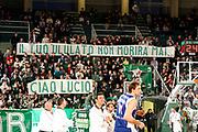 DESCRIZIONE : Avellino Lega A 2011-12 Sidigas Avellino Bennet Cantu<br /> GIOCATORE : Tifosi Sidigas Avellino Lucio Dalla<br /> SQUADRA : Sidigas Avellino<br /> EVENTO : Campionato Lega A 2011-2012<br /> GARA : Sidigas Avellino Bennet Cantu<br /> DATA : 04/03/2012<br /> CATEGORIA : tifosi curiosita<br /> SPORT : Pallacanestro<br /> AUTORE : Agenzia Ciamillo-Castoria/A.De Lise<br /> Galleria : Lega Basket A 2011-2012<br /> Fotonotizia : Avellino Lega A 2011-12 Sidigas Avellino Bennet Cantu<br /> Predefinita :