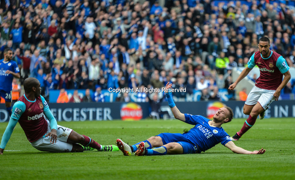 17.04.2016. King Power Stadium, Leicester, England. Barclays Premier League. Leicester City versus West Ham. A collision between Jamie Vardy of Leicester City and Angelo Ogbonna Obinze of West Ham United leads to Jamie Vardy of Leicester City receiving a red card for diving.