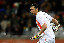 14.06.2010, Cape Town Stadium, Kapstadt, RSA, FIFA WM 2010, Italien vs Paraguay im Bild Gianluigi Buffon (Italia), EXPA Pictures © 2010, PhotoCredit: EXPA/ InsideFoto/ G. Perottino, ATTENTION! FOR AUSTRIA AND SLOVENIA ONLY!!! / SPORTIDA PHOTO AGENCY